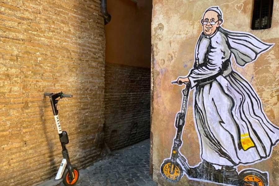Papa Francesco In Monopattino Elettrico